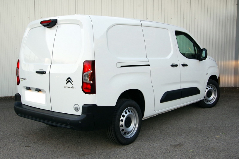 Photo 2 de l'offre de CITROEN BERLINGO VAN XL 950KG BLUEHDI 100 S&S CLUB à 18800€ chez ACCEL' AUTO